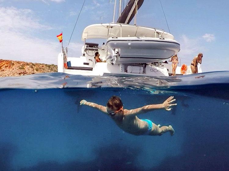 Visitando las playas y calas de Ibiza y Formentera en catamaran
