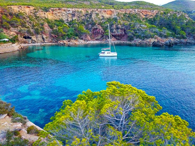 Excursión en catamaran por Ibiza y Formentera con Goa Catamaran