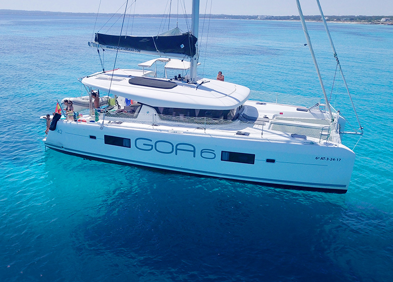Catamaran Lagoon 42 en Ibiza