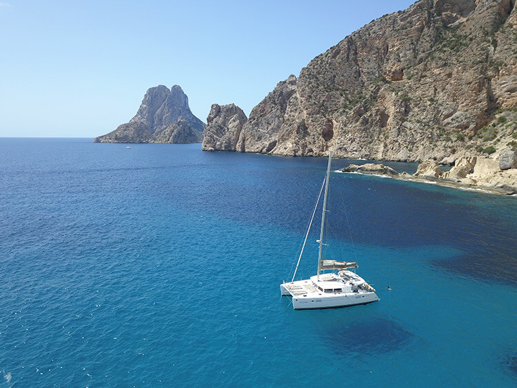 excursion to atlantis and es vedra on catamaran