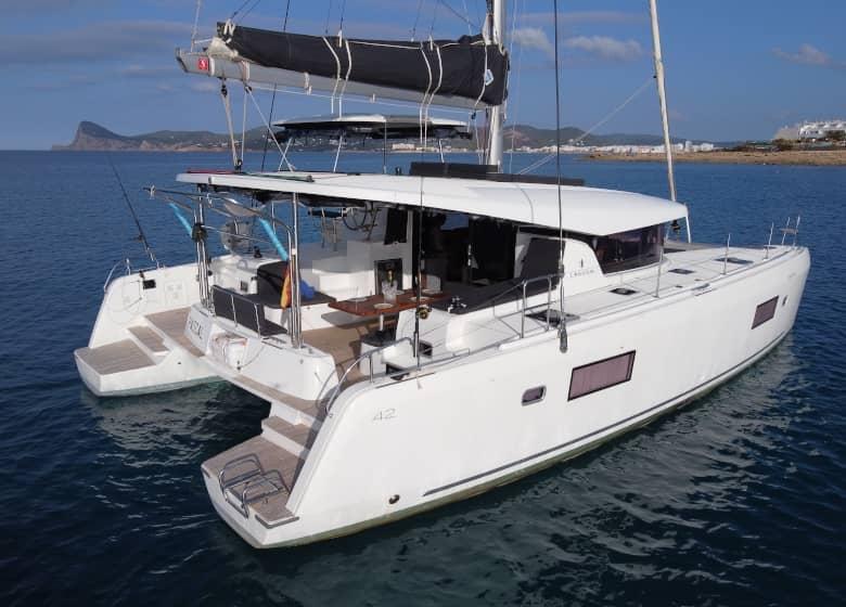 Catamaran Lagoon 42 Pascal card